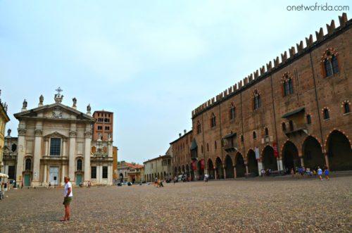Vista di Piazza Sordello