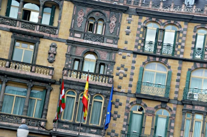 dettaglio delle finestre di Palacio Chavarri