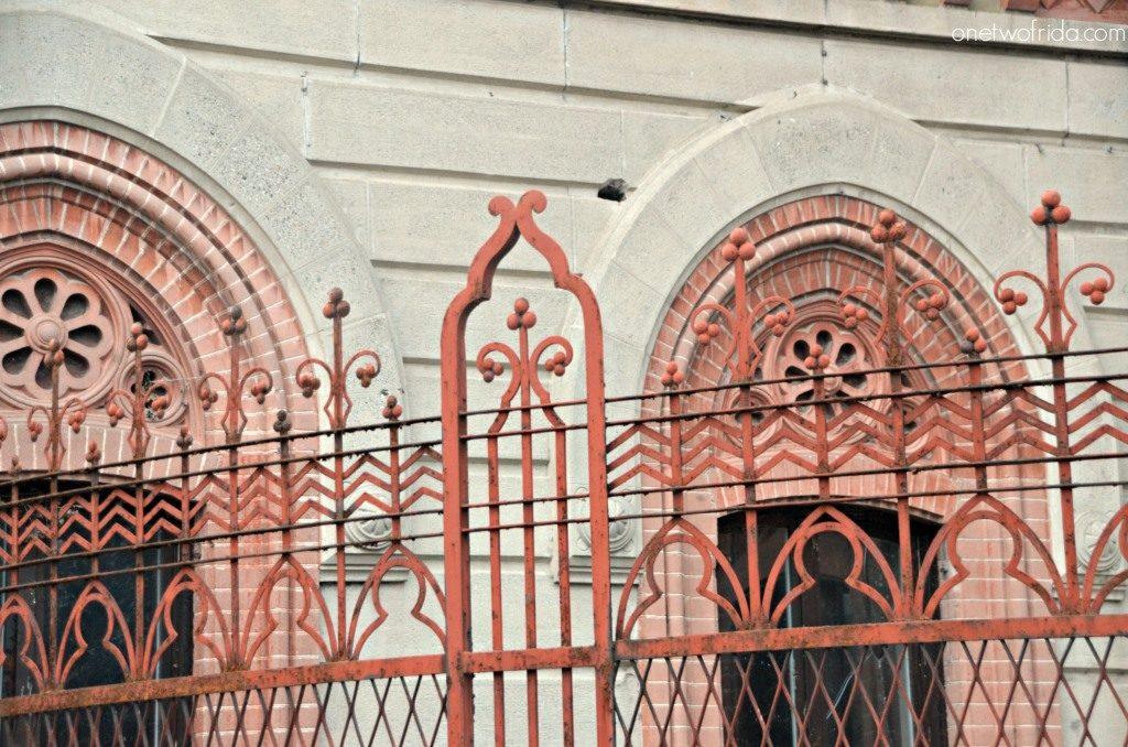 ferro battuto e decorazioni in cotto