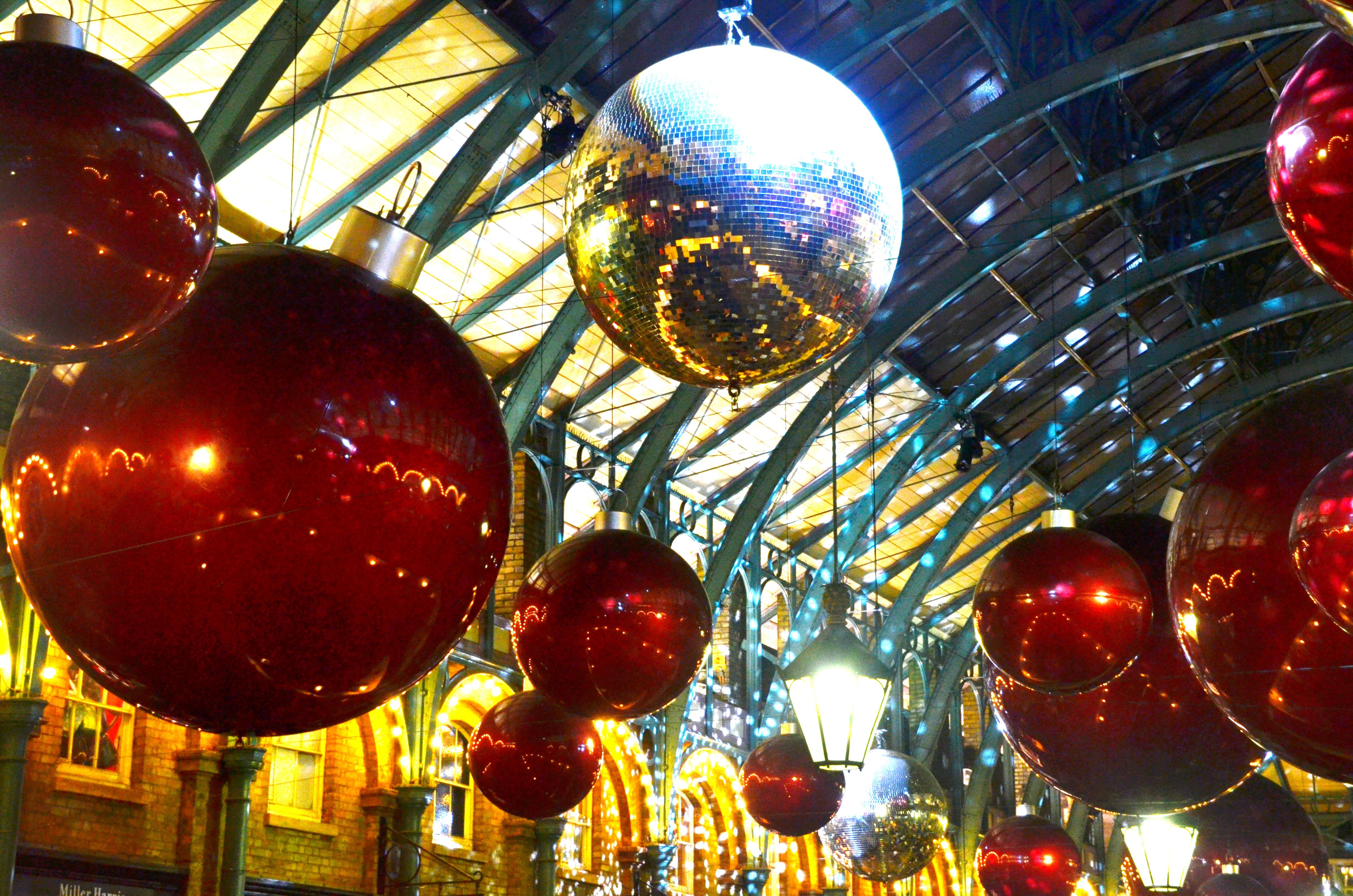 Decorazioni Natalizie Londra.Addobbi Natalizi A Londra Luci Mercatini E Giganteschi Alberi Di Natale One Two Frida
