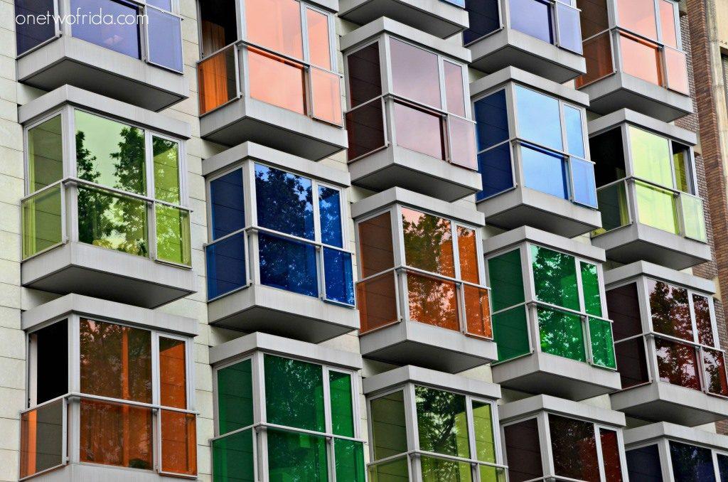 Architettura colorate nelle finestre dell'Hotel Hesperia Bilbao