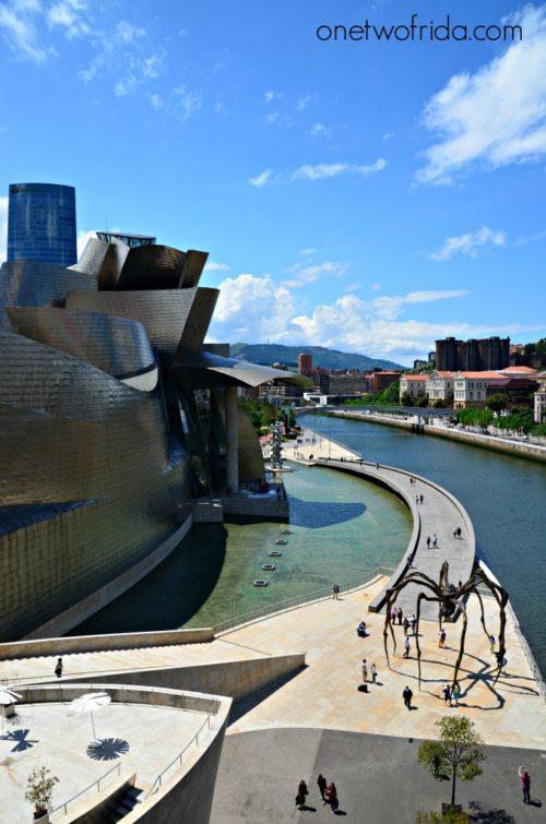 Il ragno di Bourgeois davanti al Guggenheim